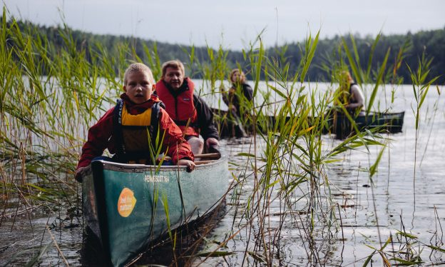 Canoeing with children in Nuuksio, foto: Outdoors Finland