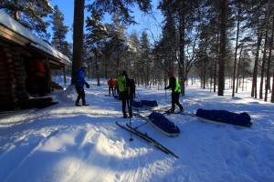 Pulka-tour-break-on-a-cottage-in-Lapland
