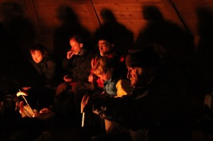 Snack-break-in-teepee-midwinter-ski-tour-lapland